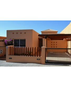 Вилла в шикарном комплексе из 28 вилл класса люкс в Sunset Golf Village, Costa Adeje